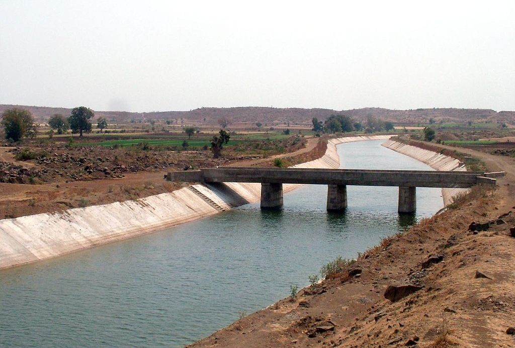 Irrigation canal picture - for kaaluve nirvahane poorna article - published on 22.7.2016